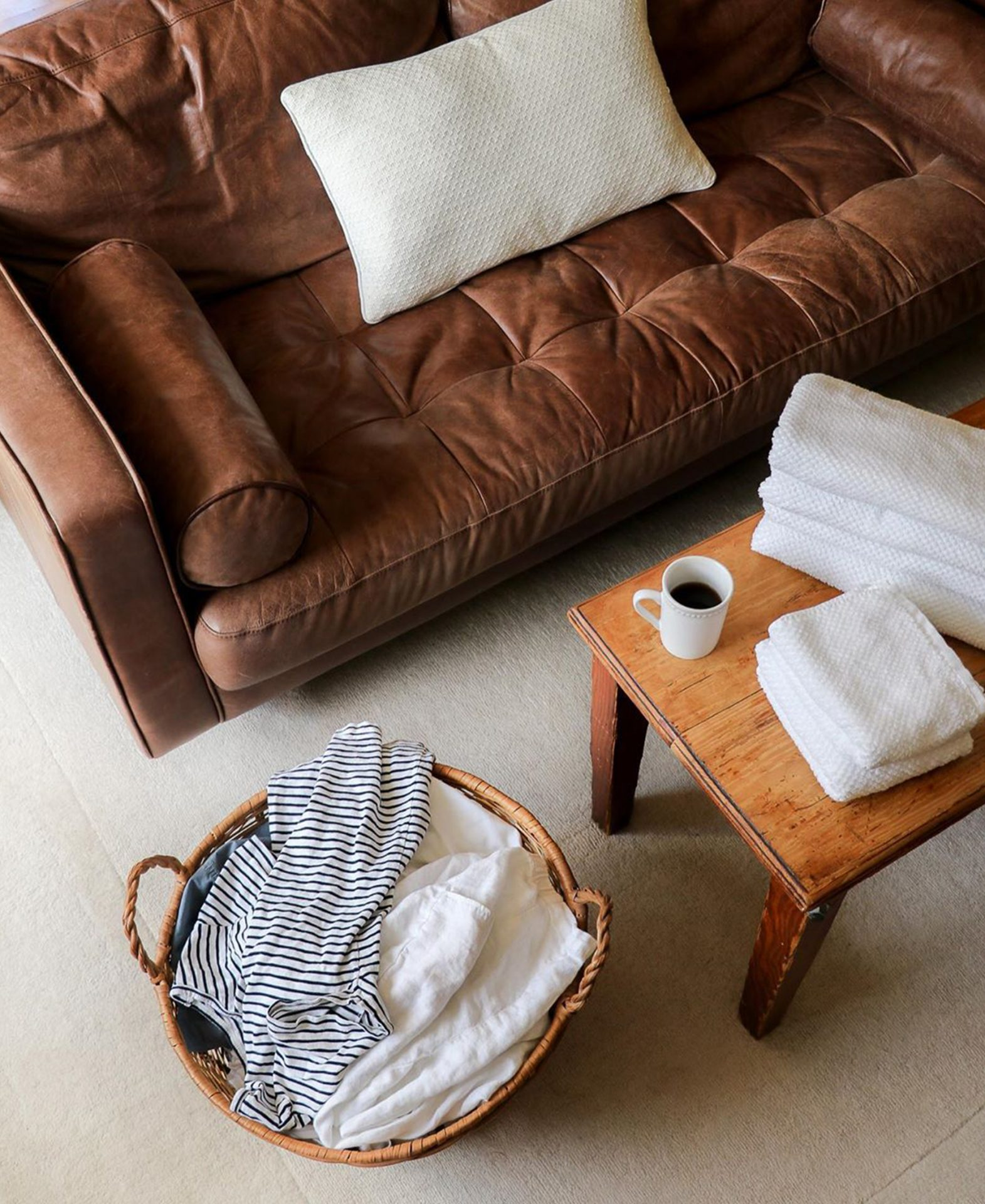 Samantha Lindsey gets ready to fold some laundry with her Article Sven sofa in Chocolat